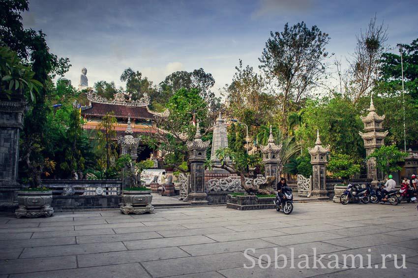 Пагода Лонг Сон (Chùa Long Sơn) в Нячанге