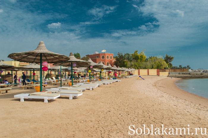 пляж Туристик бич в Хургаде, фото