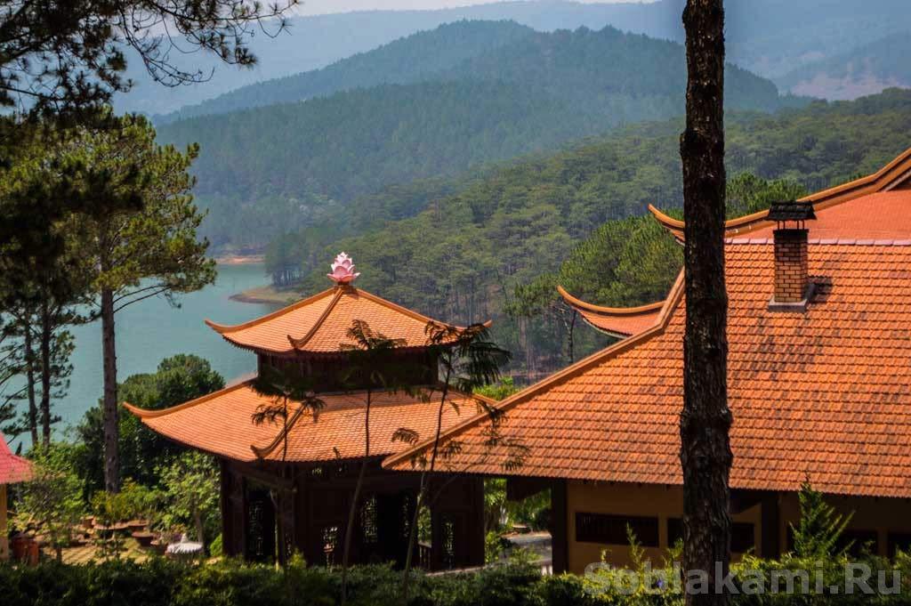 Далат, Вьетнам, водопад Пренн и монастырь Чук Лам