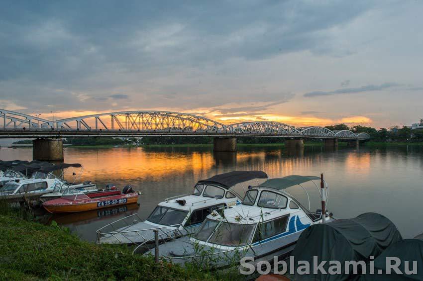 Хюэ, Вьетнам, ароматная река