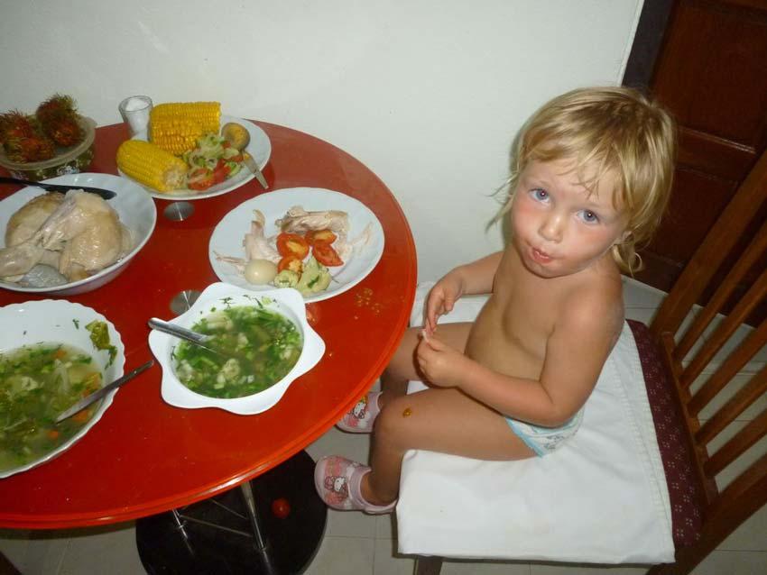 Чем кормить ребенка в путешествии по Азии