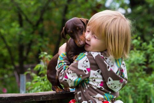Аринка и собачка Маля