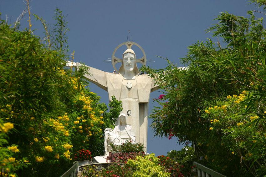 Достучаться до небес: Статуя Христа в Вунгтау